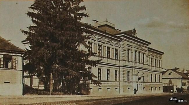 Fostul gimnaziu evanghelic din Reghin, anul 1938