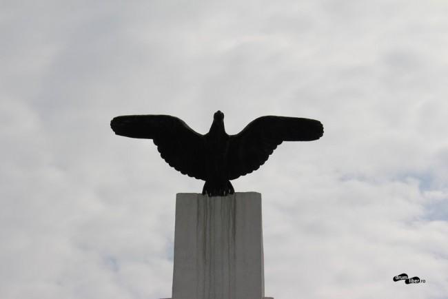 Monumentul lui Aurel Vlaicu de la Bănești - vulturul