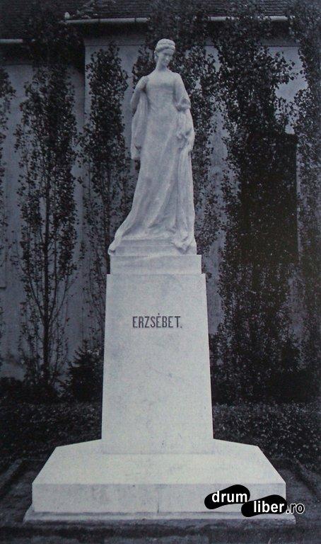 Sisi - statuia din Caransebes, poza de aproape 100 de ani